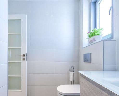 מקלחת הורים מורחבת בעיצוב קלאסי