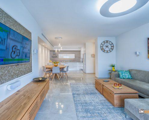 מבט לאורך הדירה ממחיש את החיבור העיצובי בדירת קבלן חדשה